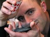 Magicien parlant russe en close up - Thomas Voiment