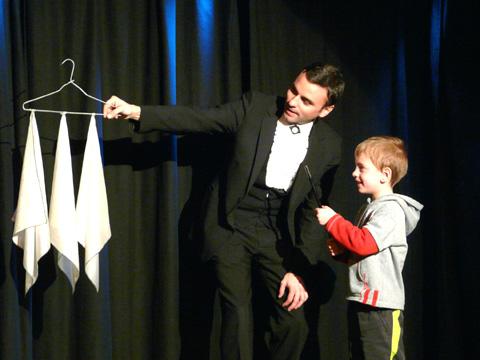 spectacle de magie et sculpture sur ballons de Jérôme Sauloup