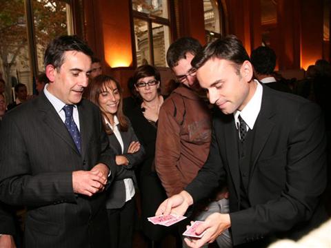Magicien close up sur Paris