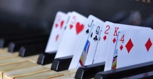 Des magiciens et magiciennes en close up pour un dîner évènementiel (75)